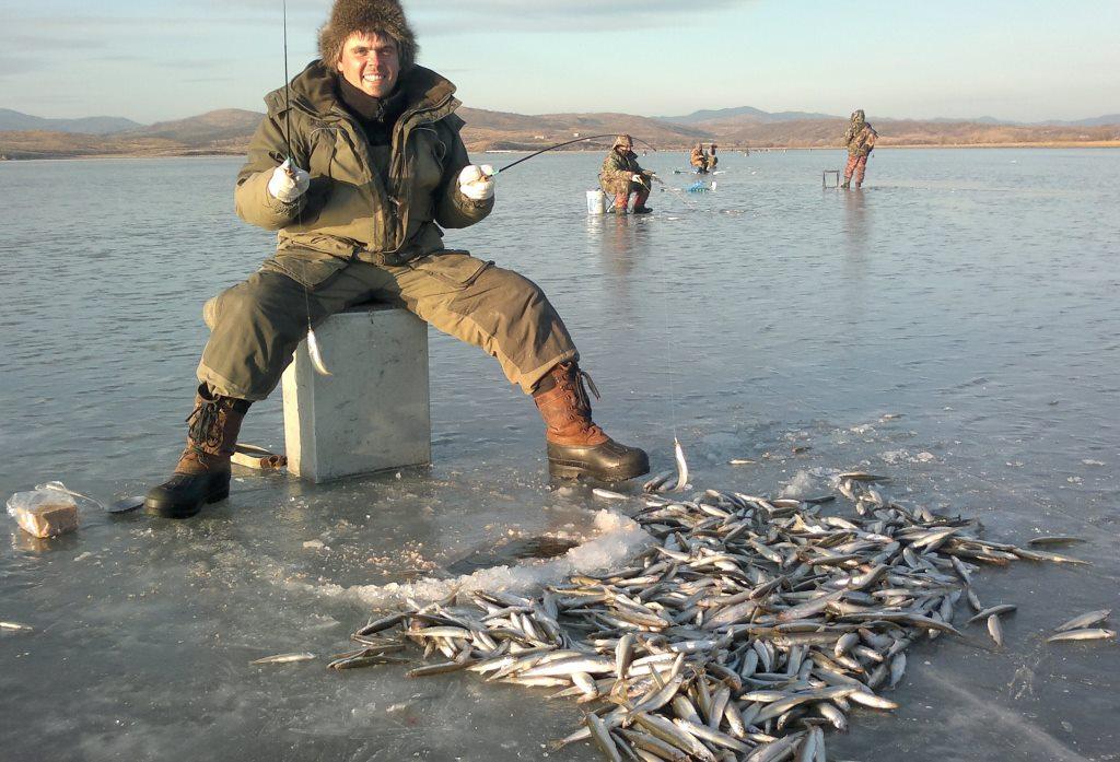 где и что сейчас ловят на рыбалке во владивостоке